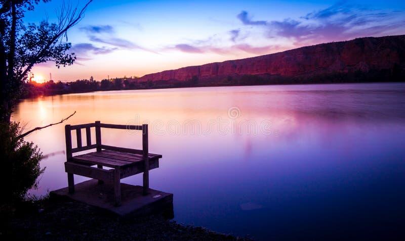 Озеро заход солнца стоковые изображения