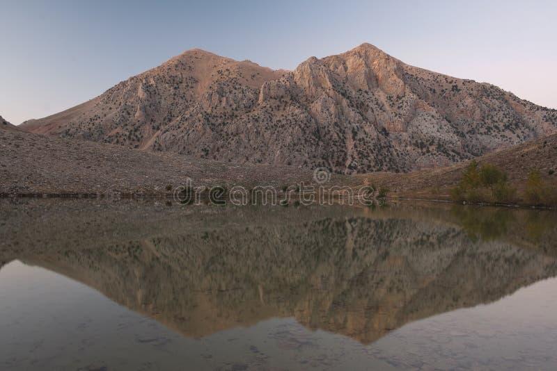 Озеро зеленого цвета YeÅŸil Göl около Gömbe, Турции стоковые изображения rf