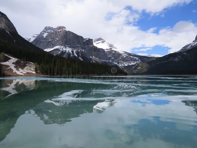 озеро изумруда Канады стоковое изображение rf