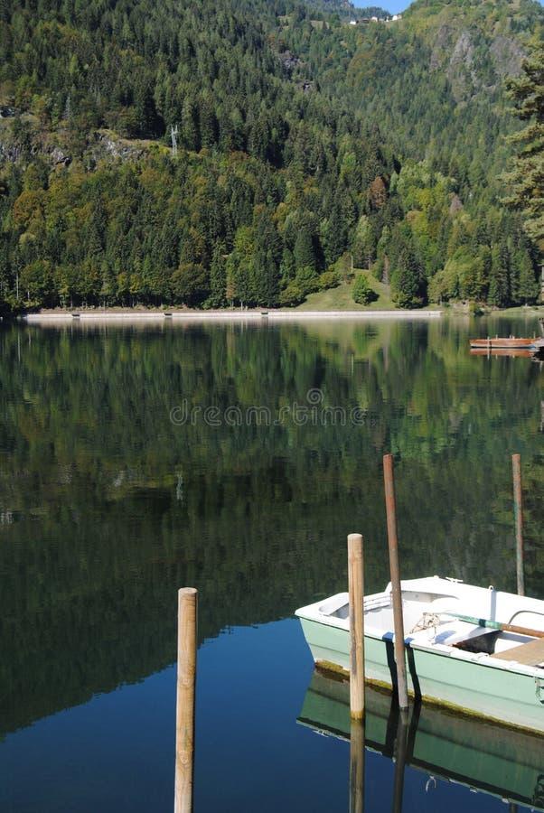 озеро Италии alleghe стоковое изображение rf