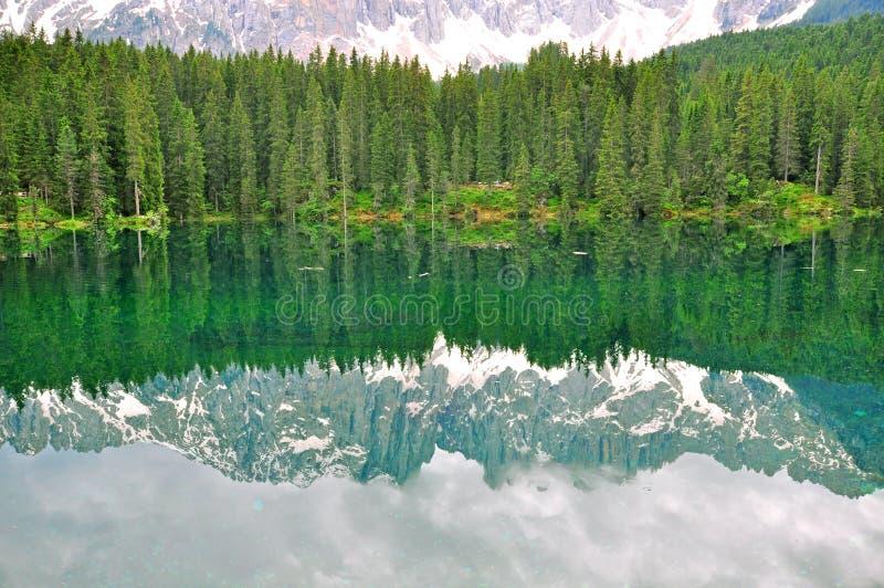 Download озеро Италии carezza стоковое фото. изображение насчитывающей валы - 41656864