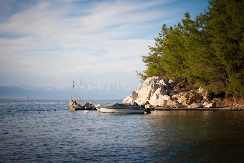 Озеро и горная цепь стоковые изображения