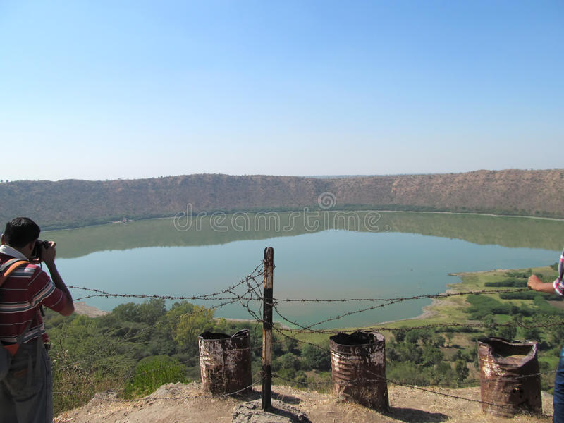Озеро кратера Lonar стоковая фотография