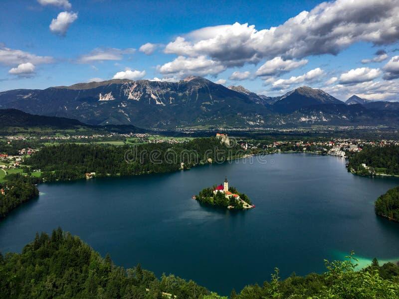 Озеро кровоточило панорамный взгляд, Solvenia стоковая фотография rf