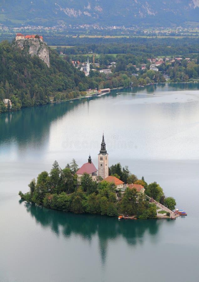 Озеро кровоточило с островом, Словенией стоковое изображение
