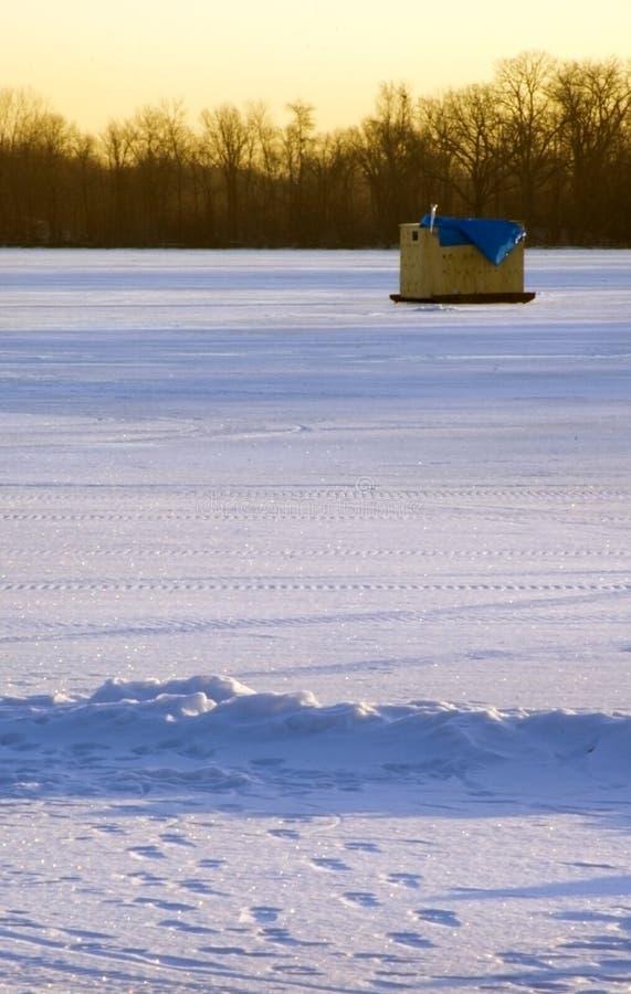 Download озеро льда фокуса рыболовства широко Стоковое Фото - изображение насчитывающей рыболовство, ландшафт: 487664