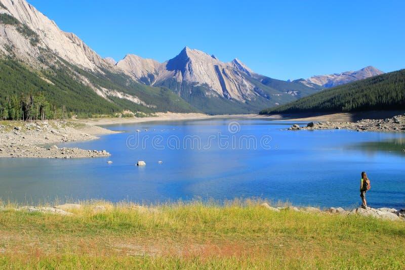 Озеро медицин в национальном парке яшмы, Альберте, Канаде стоковая фотография rf