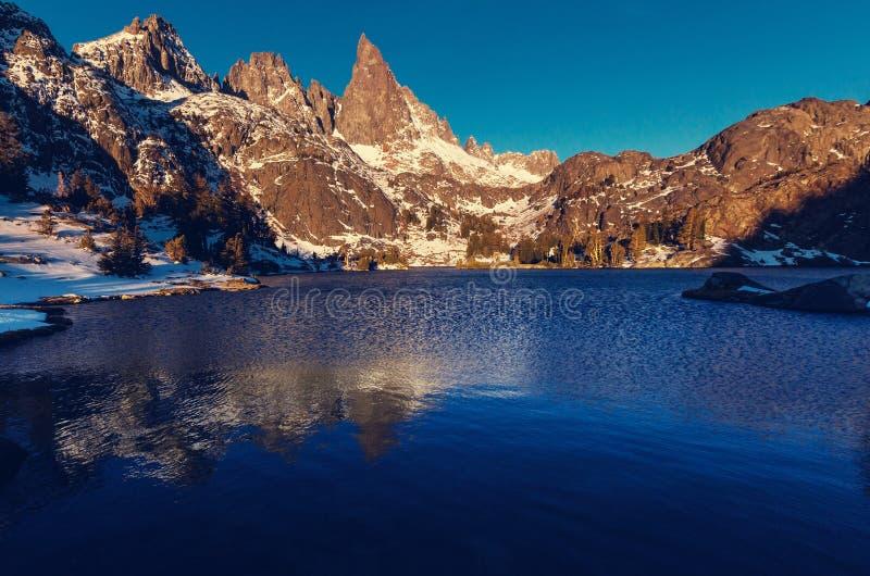 Озеро минарет стоковые изображения rf