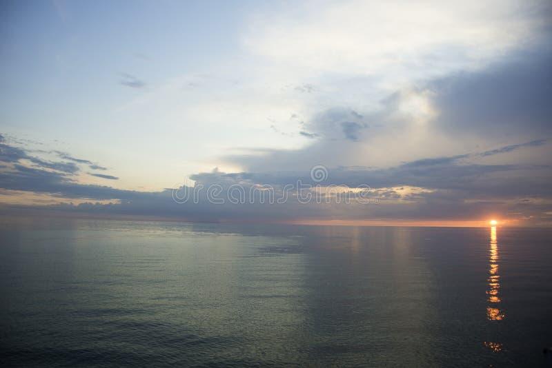 озеро Мичиган над заходом солнца стоковые фото