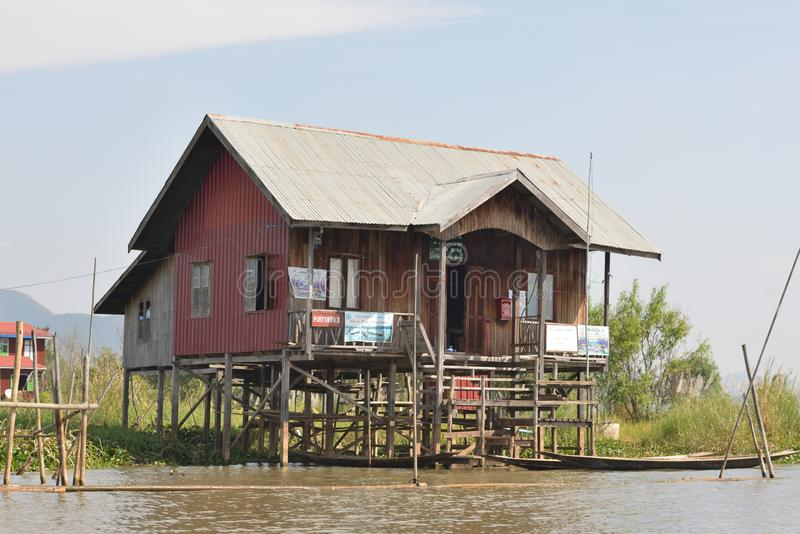 Озеро Мьянм Inle плавая сельский дом стоковое фото