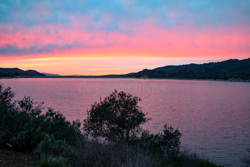 Озеро на заходе солнца стоковые фотографии rf