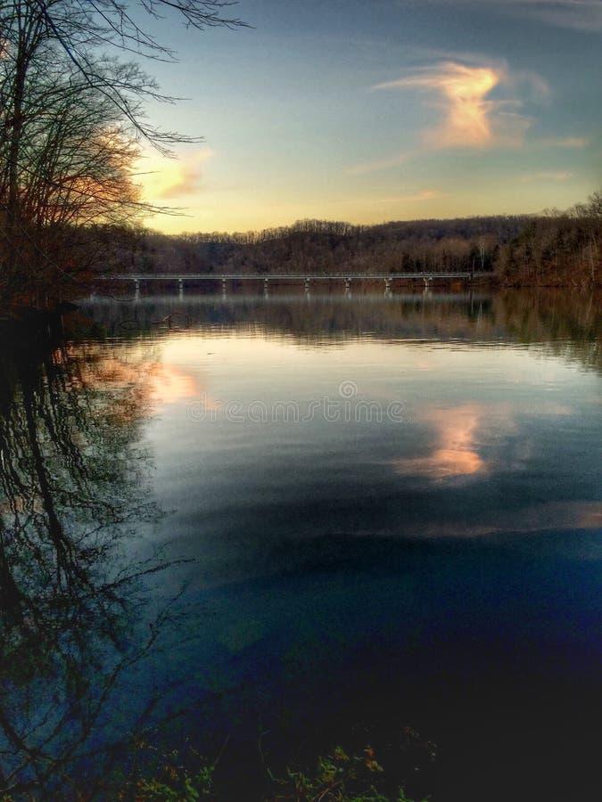 Озеро на заходе солнца стоковые изображения