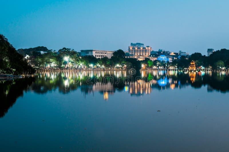 Озеро на ноче, Ханой шпаг Вьетнам стоковое изображение