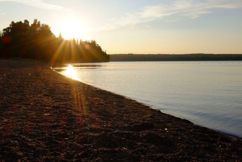 Озеро Онтарио на заходе солнца стоковые изображения rf