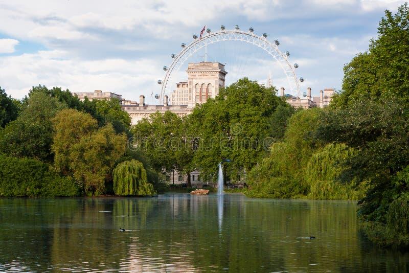 Озеро парк St James, Лондон стоковая фотография