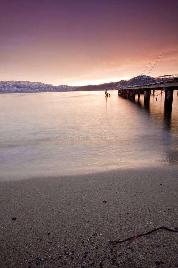 озеро пляжа okanagan стоковая фотография rf