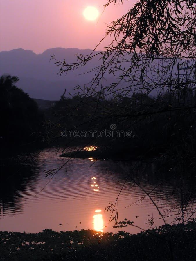 озеро после полудня романтичное стоковое изображение