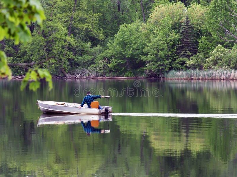 озеро рыболовства шлюпки стоковые фотографии rf