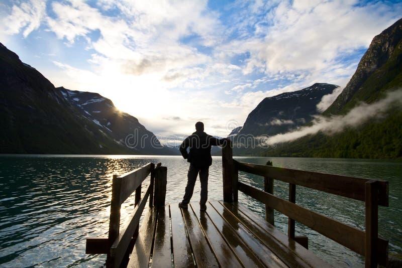 озеро смотря человека стоковое фото