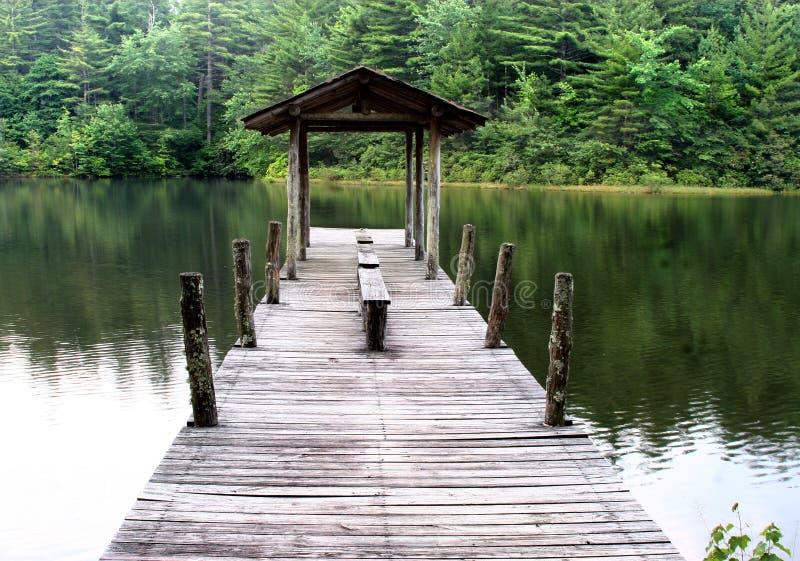 озеро стыковки шлюпки стоковое фото rf