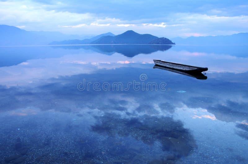Озеро Юньнань Китай Lugu стоковые изображения rf