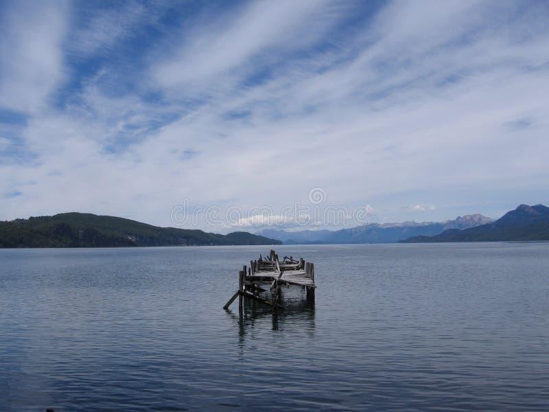 Download озеро стоковое фото. изображение насчитывающей небо, мягко - 485518