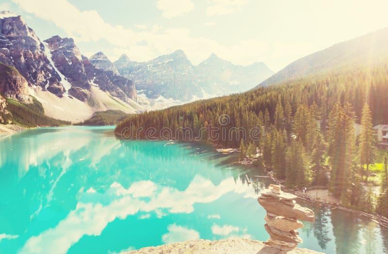 озеро alberta banff Канады обнаружило местонахождение парк морены louise национальный близкий стоковые фото