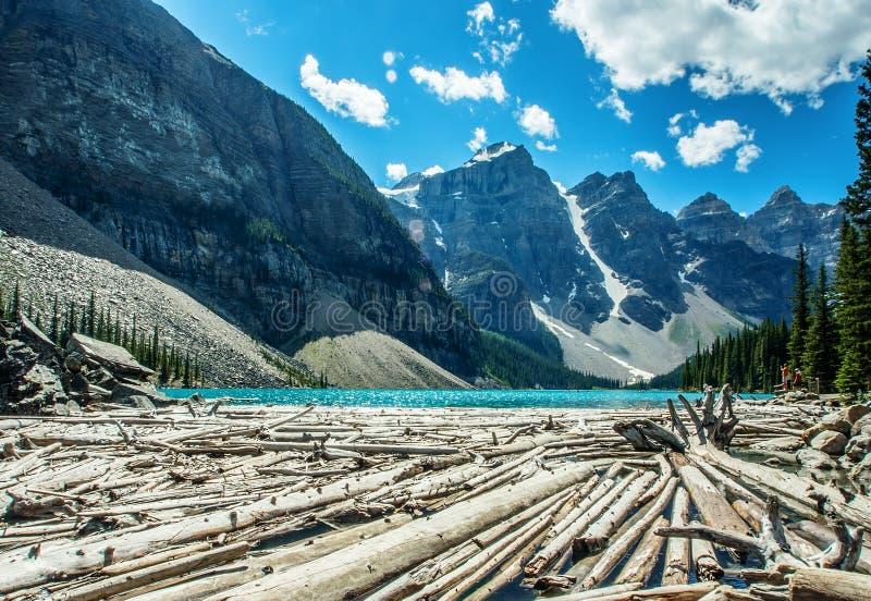 озеро alberta banff Канады обнаружило местонахождение парк морены louise национальный близкий стоковое изображение rf