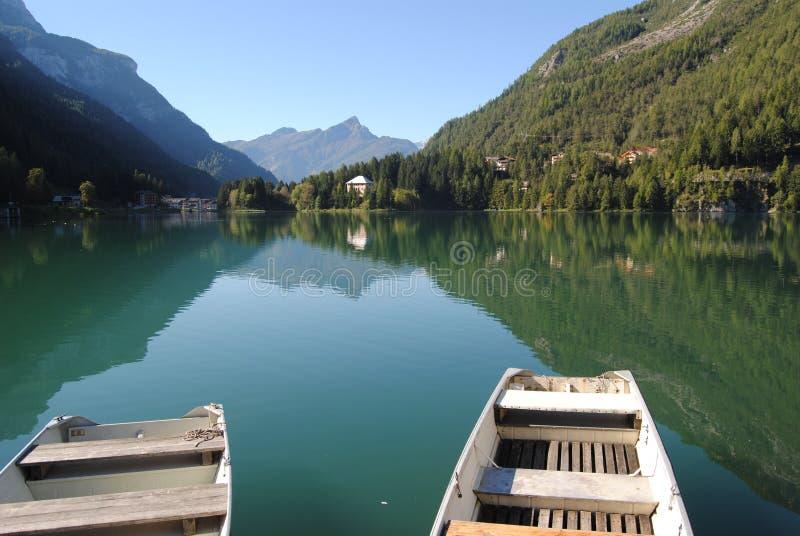 озеро alleghe стоковые изображения rf