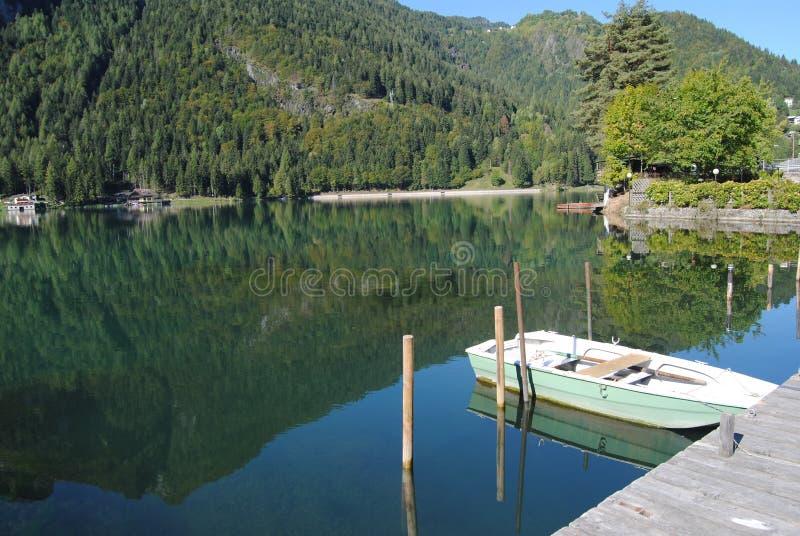 озеро alleghe стоковое фото