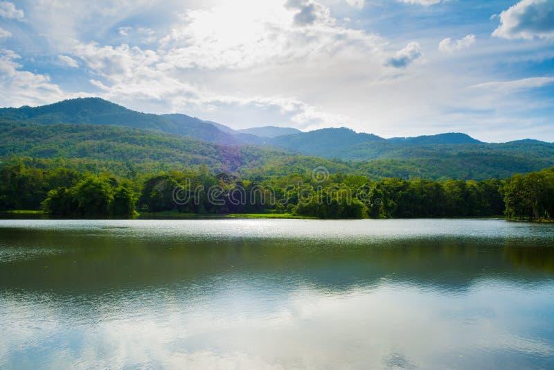 Озеро AngKeaw стоковая фотография