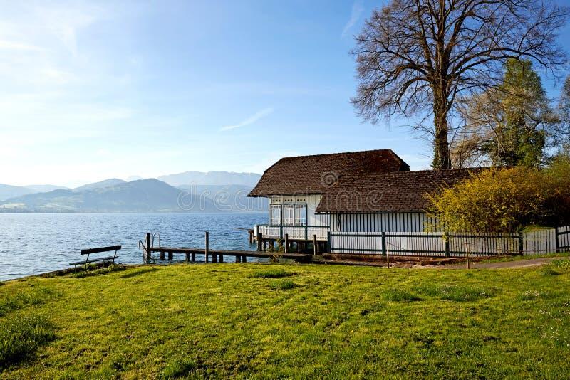Озеро Attersee в утре в весеннем времени стоковое изображение rf