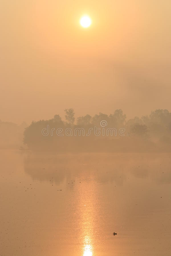 озеро bangkok над восходом солнца Таиландом персика стоковое изображение rf