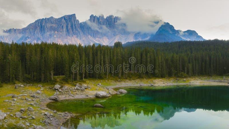 Озеро Carezza, доломиты стоковые изображения rf
