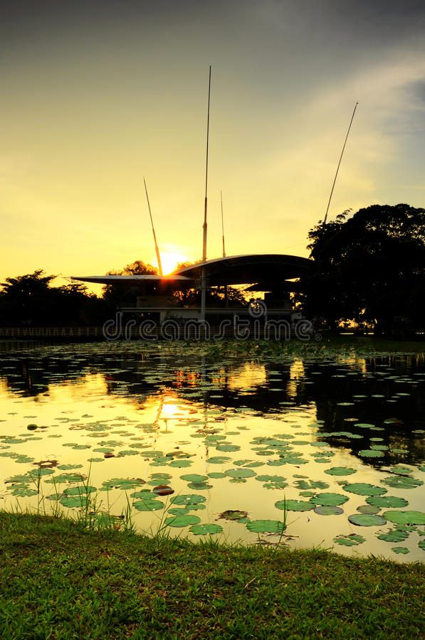 Download Озеро Cyberjaya в Selangor стоковое изображение. изображение насчитывающей инженер - 40576959