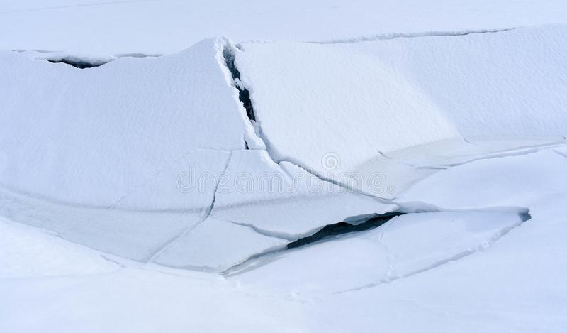 Озеро Eklutna ломая врозь весной стоковые фото