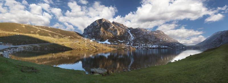 озеро enol панорамное стоковая фотография