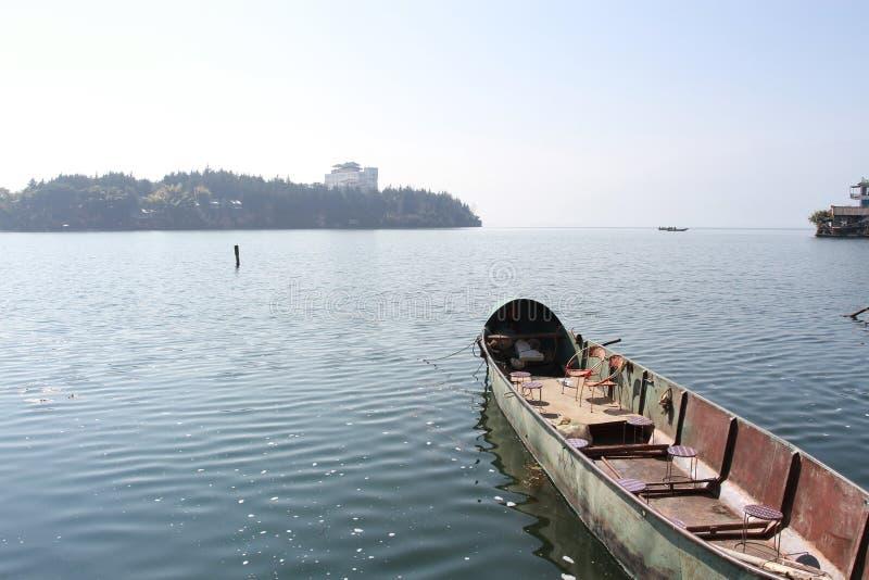 Озеро Erhai в Dali Юньнань Китае, гребле стоковое изображение rf