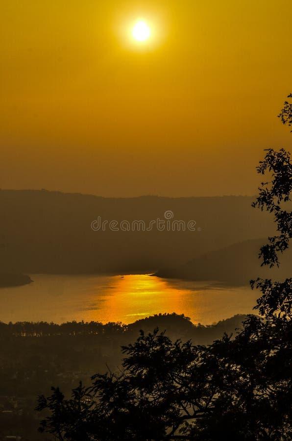 Озеро Govind Sagar захода солнца стоковое изображение rf