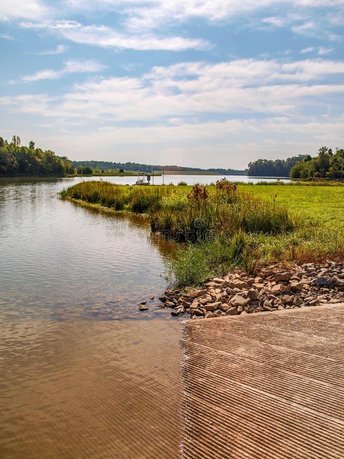 Озеро Hampton в Yadkinville, Северной Каролине стоковое изображение rf