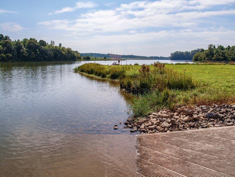 Озеро Hampton в Yadkinville, Северной Каролине стоковая фотография rf