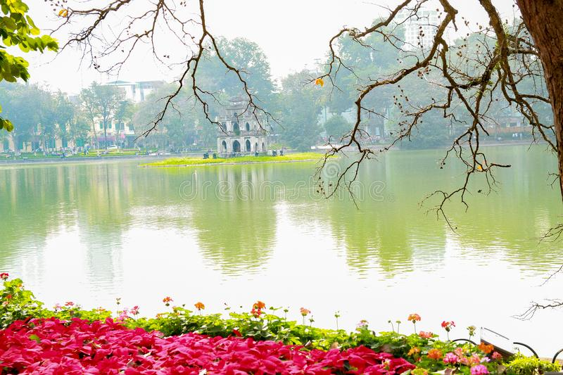 Озеро Hoan Kiem на празднике Tet стоковая фотография rf