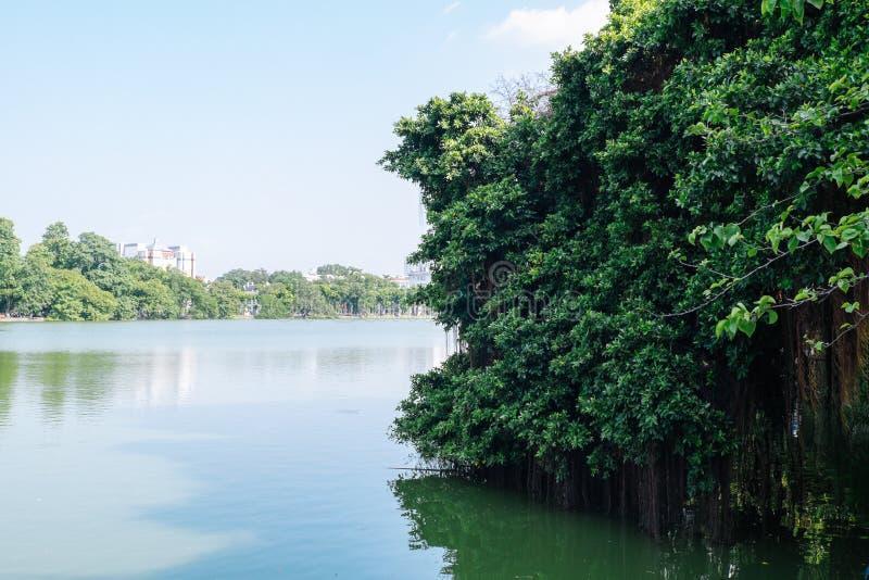 Озеро Hoan Kiem озеро в историческом центре Ханоя стоковые изображения