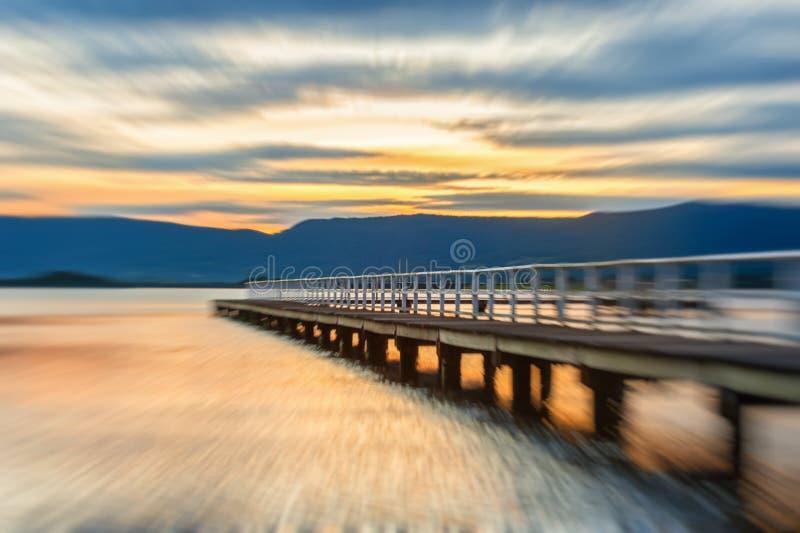 озеро kamchatka около захода солнца России стоковые фотографии rf