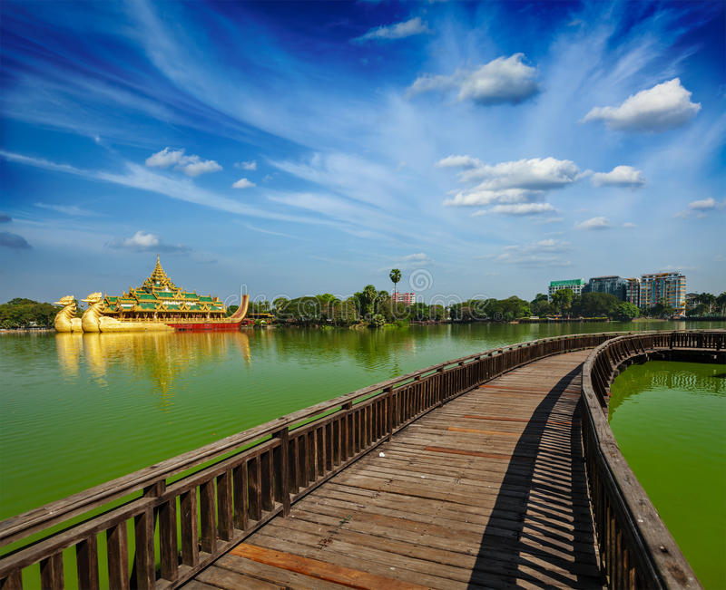 Озеро Kandawgyi, Янгон, Бирма Мьянма стоковое изображение