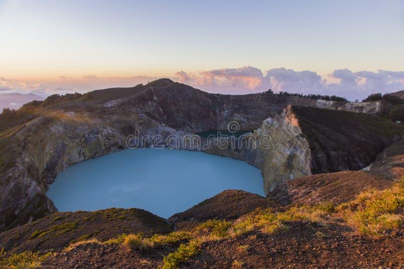 Озеро Kelimutu стоковые фотографии rf