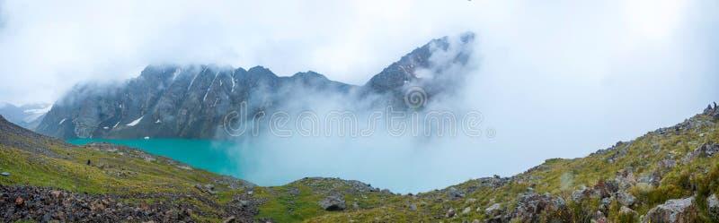 Озеро kul алы, Кыргызстан стоковые фотографии rf