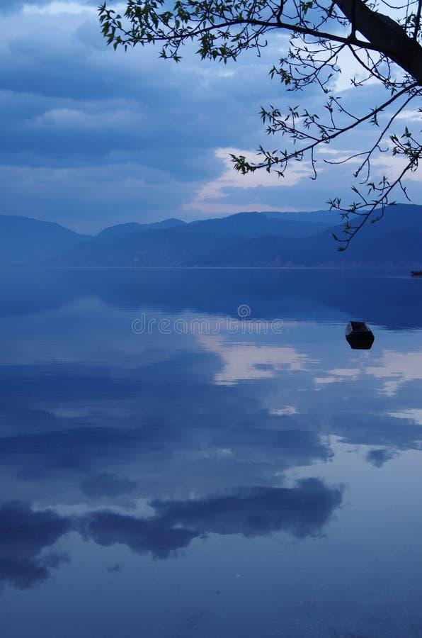 Озеро Lugu, Юньнань, Китай стоковые изображения rf