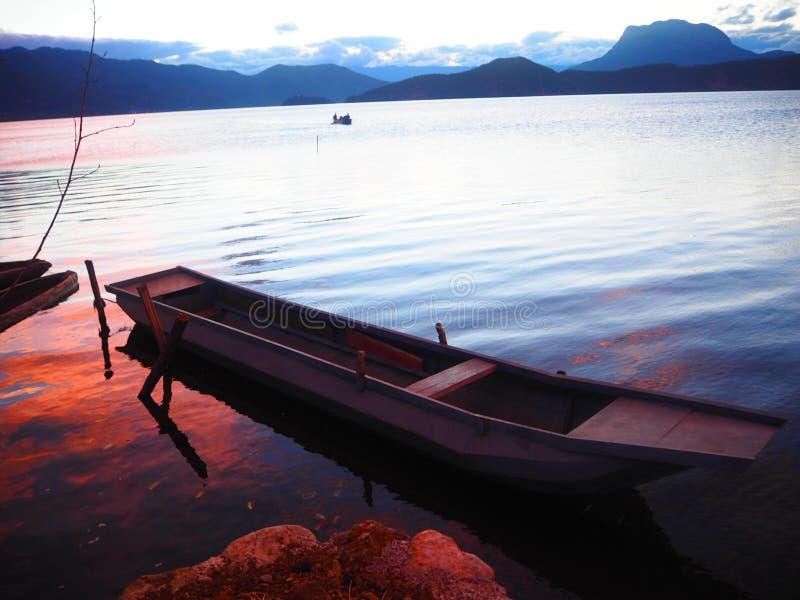 Озеро Lugu стоковое изображение rf