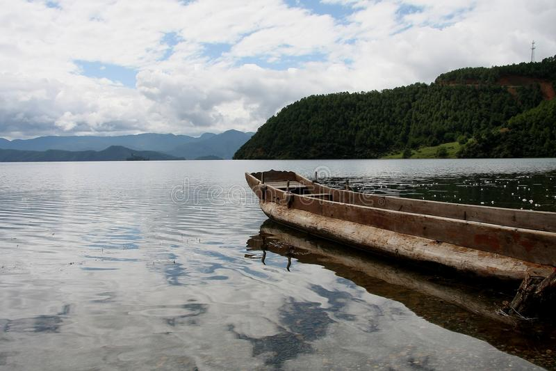 Озеро Lugu, Lijiang, Юньнань, Китай стоковые фото